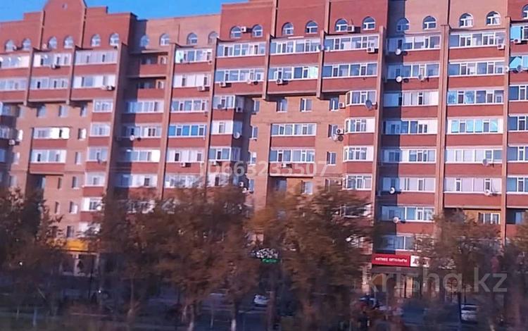 2-комнатная квартира, 84 м², 10/10 этаж, улица Бокенбай Батыра 129к к1 за 12 млн 〒 в Актобе