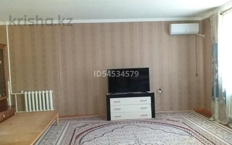 2-комнатная квартира, 75 м², 3/5 этаж, Нурсат 2 8 за 20 млн 〒 в Шымкенте, Аль-Фарабийский р-н