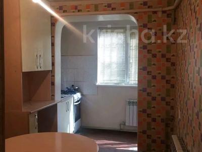 2-комнатная квартира, 50 м², 1/5 этаж посуточно, 16 мкр 43 за 6 000 〒 в Шымкенте, Енбекшинский р-н — фото 2