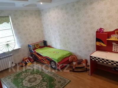 6-комнатный дом, 284 м², 6 сот., Переулок Цветочный 9 за 100 млн 〒 в Караганде, Казыбек би р-н