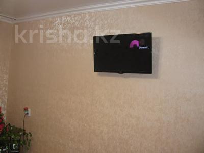 1-комнатная квартира, 35 м², 2/5 этаж посуточно, Чкалова 10 — Маяковского за 5 000 〒 в Костанае — фото 3