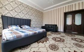 2-комнатная квартира, 91 м², 6/10 этаж посуточно, Баишева 7а/3 за 10 000 〒 в Актобе, мкр. Батыс-2