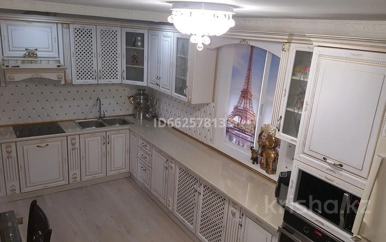 6-комнатный дом, 240 м², 5 сот., 1-я Южная улица 1 за 47 млн 〒 в Павлодаре