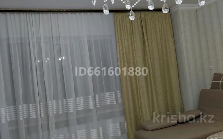 3-комнатная квартира, 115 м², 3/18 этаж, проспект Шахтёров Юг 52 за 34 млн 〒 в Караганде