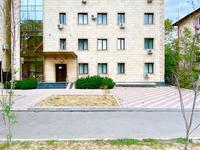 Здание, площадью 985.9 м²