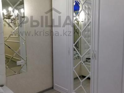 1-комнатная квартира, 37 м², 3/3 этаж посуточно, Момышулы 9а — Тауке хана за 10 000 〒 в Шымкенте, Аль-Фарабийский р-н