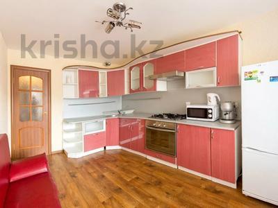 2-комнатная квартира, 64 м², 6/17 этаж посуточно, мкр Самал-2 97 — Аль-Фараби-Достык за 15 000 〒 в Алматы, Медеуский р-н