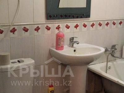 2-комнатная квартира, 46 м², 1/5 этаж посуточно, Муканова 4 — Университетская за 8 000 〒 в Караганде, Казыбек би р-н — фото 2