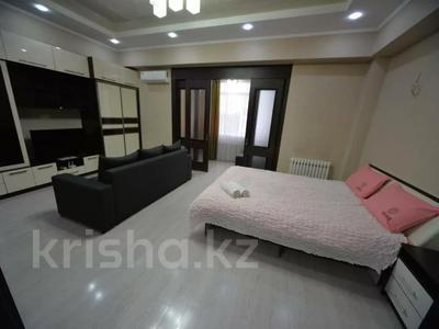 1-комнатная квартира, 50 м², 8/10 этаж посуточно, Юнусалиева 173 за 10 000 〒 в Бишкеке — фото 2