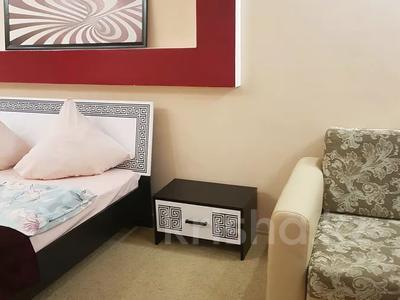 2-комнатная квартира, 46 м², 4/5 этаж посуточно, улица Маншук Маметовой 54 за 10 000 〒 в Уральске — фото 2