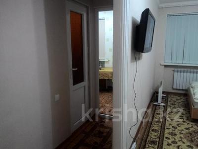 2-комнатная квартира, 40 м², 2/3 этаж посуточно, Байтурсынова 9 — Тауке хана за 7 500 〒 в Шымкенте — фото 7