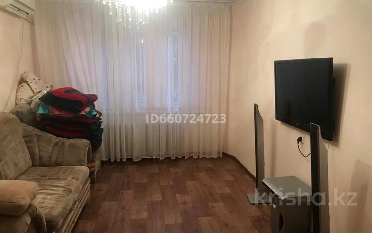 2-комнатная квартира, 54 м², 1/5 этаж, мкр Строитель 39 за 12 млн 〒 в Уральске, мкр Строитель