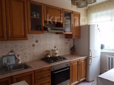 3-комнатная квартира, 66 м², 2/9 этаж помесячно, 2 мкр 11 б за 150 000 〒 в Атырау