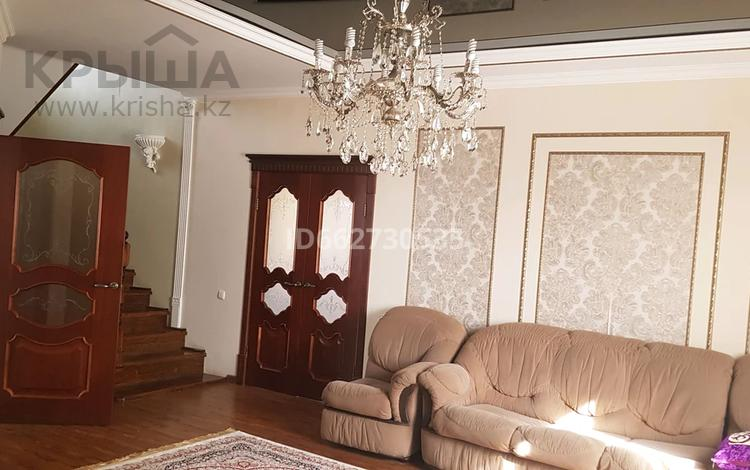 5-комнатный дом, 205 м², 10 сот., мкр Атырау за 45 млн 〒