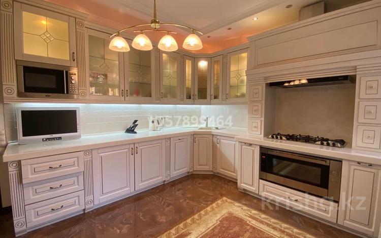 4-комнатная квартира, 183 м², 2/5 этаж, Ханов Керея и Жанибека 27 за 98 млн 〒 в Алматы, Медеуский р-н