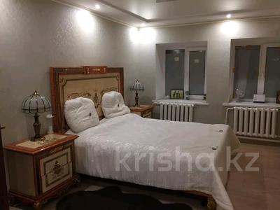 5-комнатный дом, 200 м², 10 сот., Самал 32 — Яблоневая за 35.5 млн 〒 в Уральске