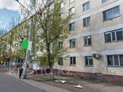 3-комнатная квартира, 62 м², 3 этаж, Мухамеджана Тынышбаева — Биржан Сала за 13.3 млн 〒 в Нур-Султане (Астана), Сарыарка р-н