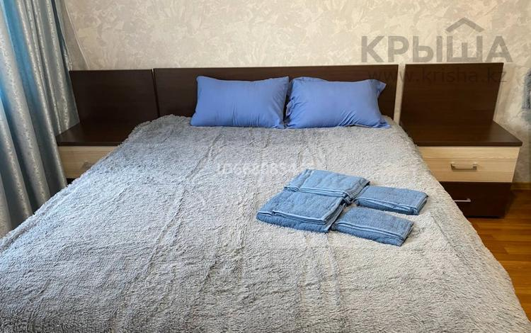 1-комнатная квартира, 39 м², 6/9 этаж посуточно, мкр Самал-3 268 — Омаровой за 10 000 〒 в Алматы, Медеуский р-н