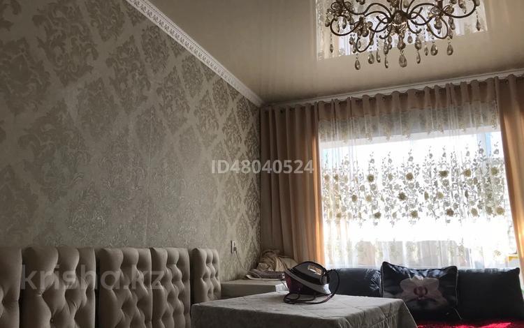 3-комнатная квартира, 62 м², 2/5 этаж, 8 микр 22 за 16.5 млн 〒 в Таразе
