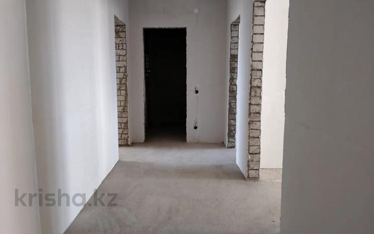 3-комнатная квартира, 95 м², 2/5 этаж, Батыс-2 за 19 млн 〒 в Актобе, мкр 11