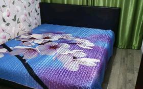 3-комнатная квартира, 55 м², 1 этаж посуточно, улица Победы 137 за 12 000 〒 в Уральске