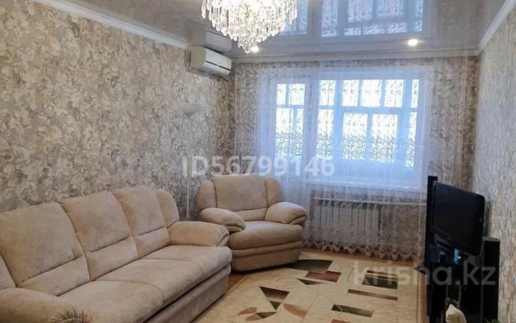 2-комнатная квартира, 60 м², 9/9 этаж, улица Камзина 27 за 6.5 млн 〒 в Аксу