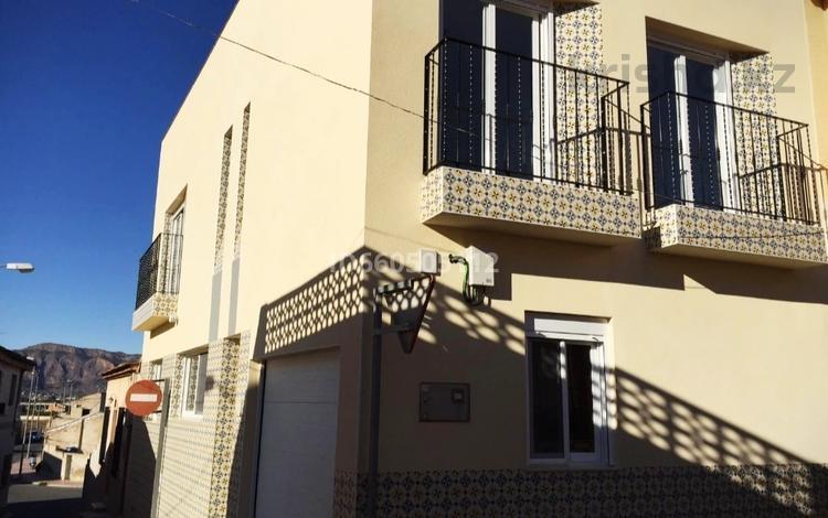 4-комнатный дом, 200 м², Arneva, calle Rosa 10 за 81 млн 〒 в Аликанте