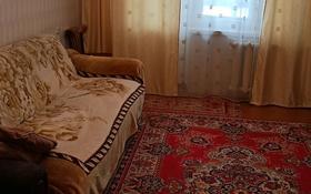 3-комнатная квартира, 69 м², 1/9 этаж, 4 мкр 14 за 9 млн 〒 в Лисаковске