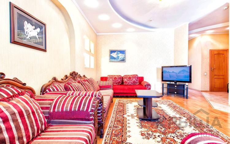 3-комнатная квартира, 100 м², 2/12 этаж посуточно, Сарайшик 34 — Акмешит за 15 000 〒 в Нур-Султане (Астана), Есиль р-н