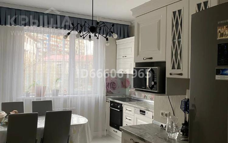 3-комнатная квартира, 79 м², 3/12 этаж, мкр Жетысу-1 28а — Улыгбека за 53 млн 〒 в Алматы, Ауэзовский р-н