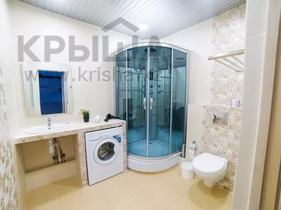 3-комнатная квартира, 95 м², 2/25 этаж посуточно, Каблукова 38г за 16 000 〒 в Алматы, Бостандыкский р-н — фото 3