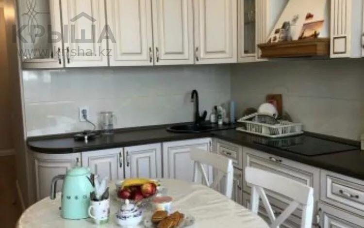 3-комнатная квартира, 100 м² помесячно, Сыганак 15 за 180 000 〒 в Нур-Султане (Астана), Есиль р-н
