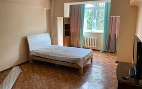 1-комнатная квартира, 35 м², 3/4 этаж помесячно, Жибек жолы 104 за 140 000 〒 в Алматы, Алмалинский р-н