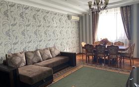 3-комнатная квартира, 115 м², 6/8 этаж помесячно, Валиханова 21 б за 350 000 〒 в Атырау