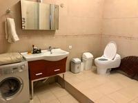 3-комнатная квартира, 150 м² на длительный срок, Достык 160 за 390 000 〒 в Алматы