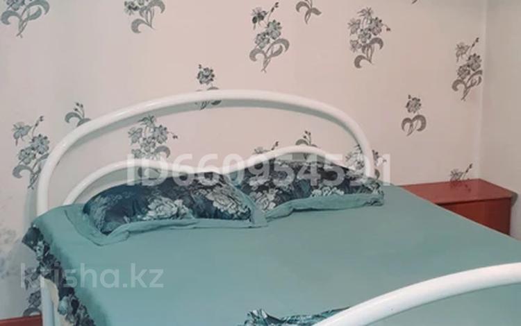2-комнатная квартира, 75 м², 2/9 этаж посуточно, мкр Аксай-2 — Сайна-Елемесова за 10 000 〒 в Алматы, Ауэзовский р-н
