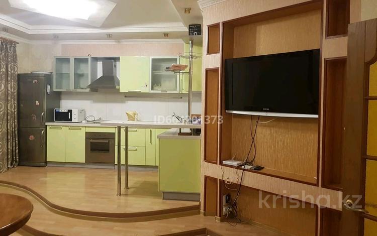 2-комнатная квартира, 70 м² посуточно, Туран 19/1 за 8 000 〒 в Нур-Султане (Астане)