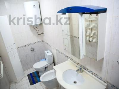 3-комнатная квартира, 128 м², 4/5 этаж посуточно, Ермекова 26 — Ерубаева за 15 995 〒 в Караганде, Казыбек би р-н — фото 16