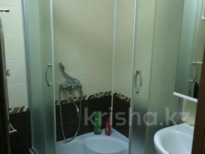 3-комнатная квартира, 63 м², 1/5 этаж помесячно, Муканова за 115 000 〒 в Караганде, Казыбек би р-н — фото 6