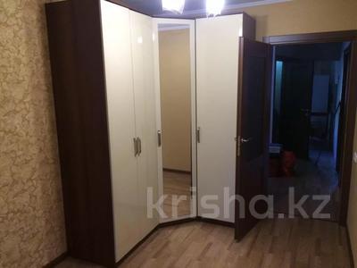 3-комнатная квартира, 63 м², 1/5 этаж помесячно, Муканова за 115 000 〒 в Караганде, Казыбек би р-н