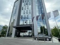 Здание, площадью 7352 м²