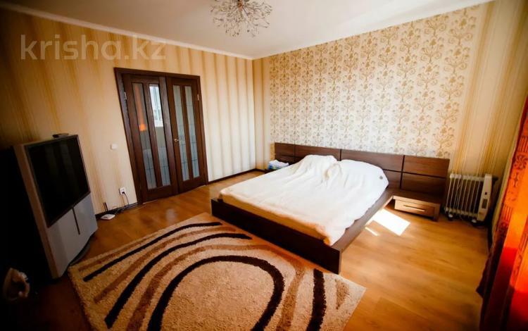 1-комнатная квартира, 55 м², 8/9 этаж посуточно, 12 микрорайон 13 за 7 995 〒 в Караганде, Казыбек би р-н