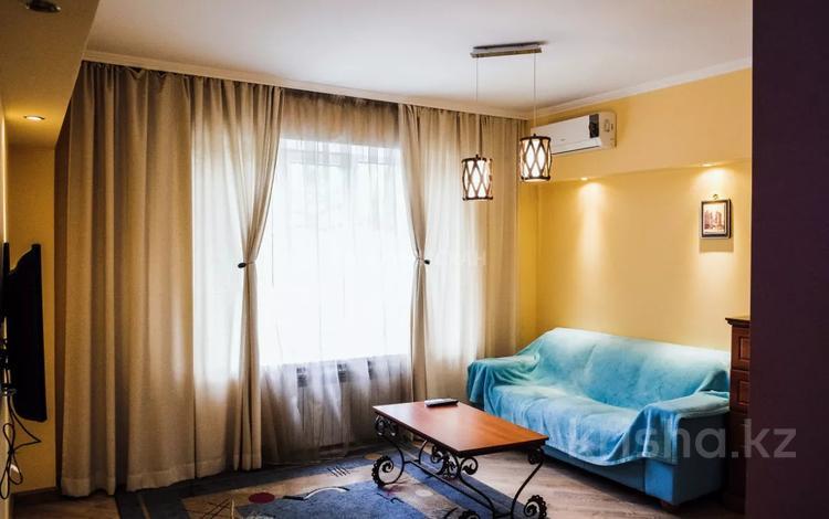 1-комнатная квартира, 40 м² посуточно, Желтоксан — Кабанбай батыра за 12 000 〒 в Алматы, Алмалинский р-н