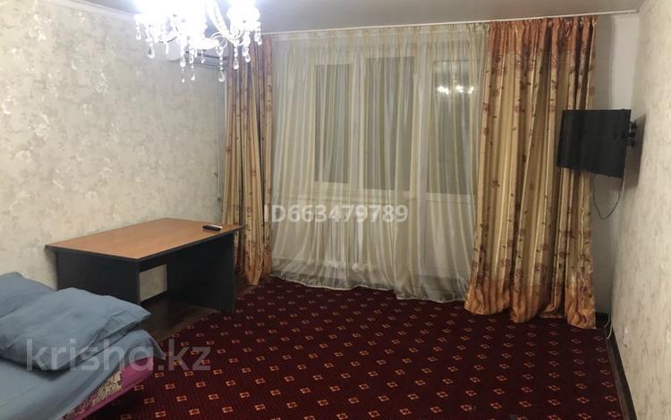 1-комнатная квартира, 40 м², 2/5 этаж посуточно, 7 мкр за 6 000 〒 в Уральске