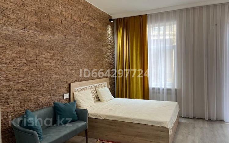 1-комнатная квартира, 50 м², 2 этаж посуточно, Батыс 2 5 В — Астана за 11 990 〒 в Актобе, мкр 11