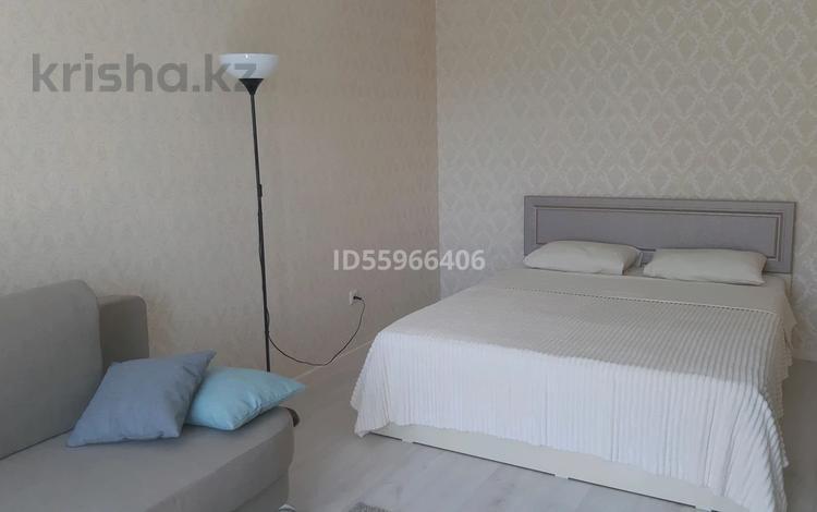 1-комнатная квартира, 35 м², 3/5 этаж посуточно, Мухтара Ауэзова 16 — Абая за 10 000 〒 в Нур-Султане (Астана), Сарыарка р-н