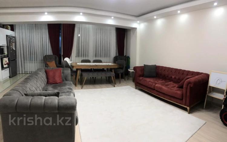 3-комнатная квартира, 100 м², 9 этаж помесячно, Достык 138блок2Б за 470 000 〒 в Алматы, Медеуский р-н