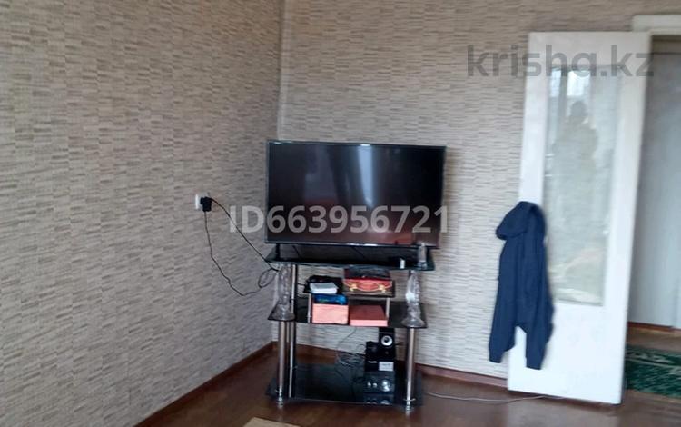 2-комнатная квартира, 53 м², 5/5 этаж, 10 мкр 2 за 8.7 млн 〒 в Таразе