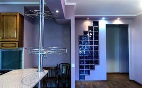 3-комнатная квартира, 134 м², 4/4 этаж помесячно, проспект Бухар Жырау — Лободы за 180 000 〒 в Караганде, Казыбек би р-н
