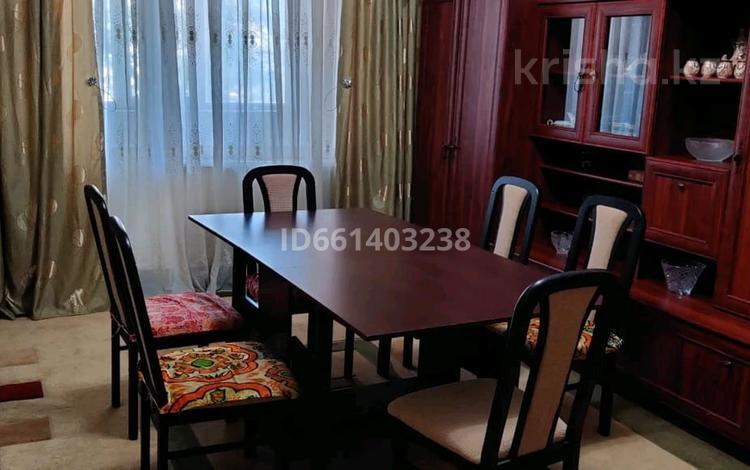 4-комнатная квартира, 73 м², 2/5 этаж, 9 мкр 3 за 16 млн 〒 в Таразе
